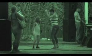 Bekijk video over de dans van Tambú